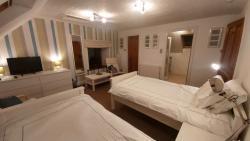 Jura Room