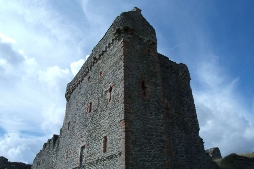 An impressive photo of Skipness Castle
